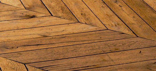Få et flot trægulv med en gulvafhøvling i Hellerrup